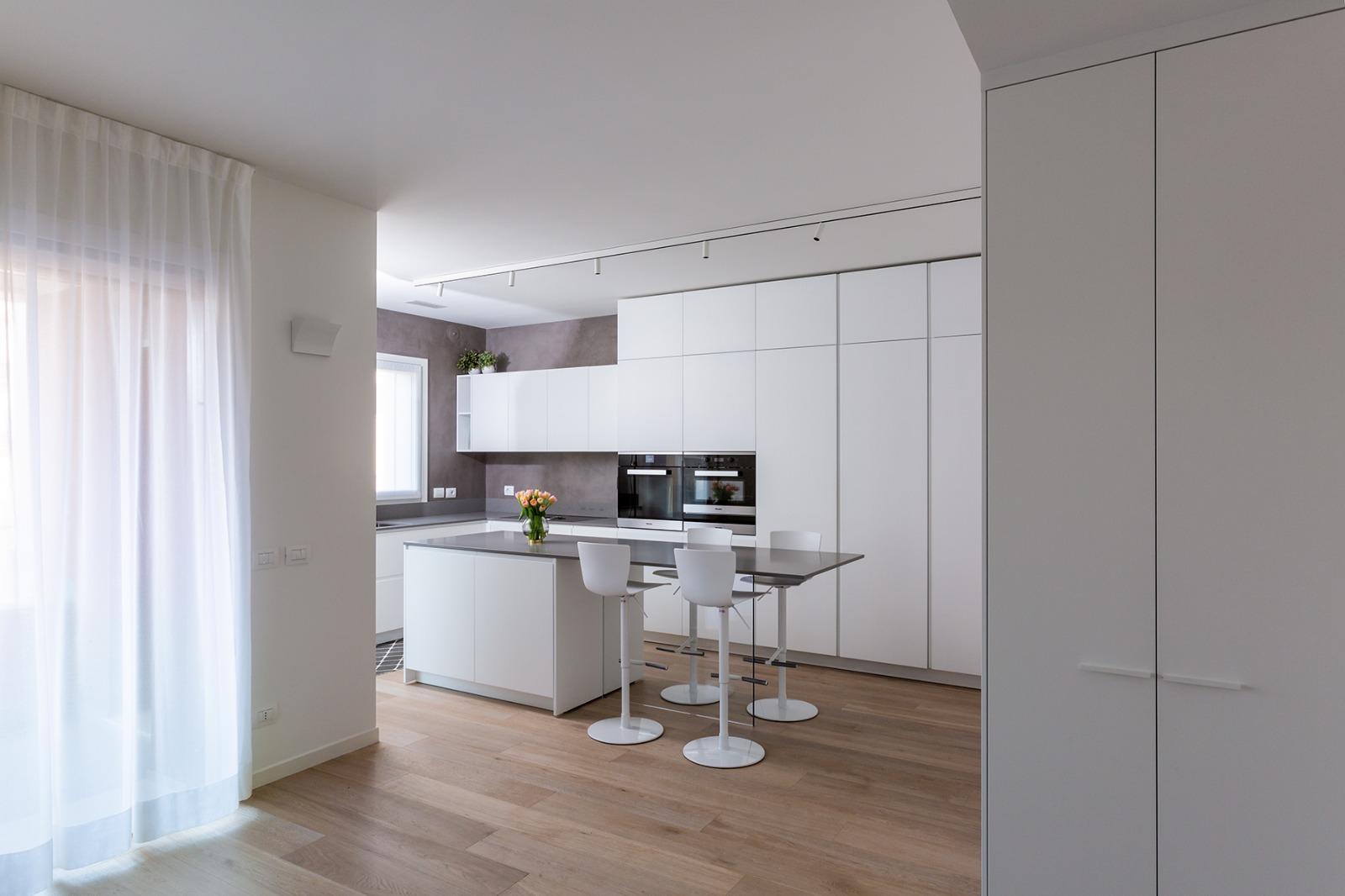 Casa di nuova costruzione a Milano_soggiorno cucina